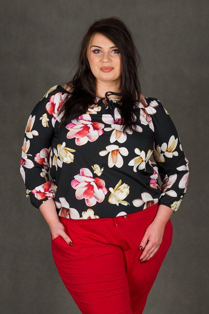 1234b312 Czarna bluzka damska JARDIN Kwiaty Plus Size