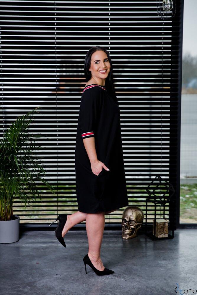 Czarna Sukienka SEPPI Plus Size Wzór 1