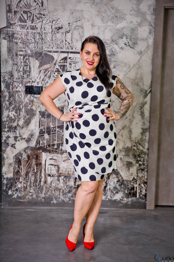 Biało-Granatowa Sukienka VENGA Plus Size