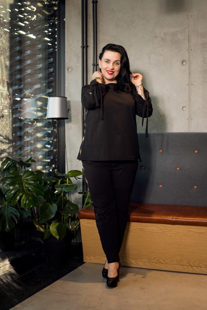 Czarna bluzka damska MANIKA Zapinana Trapezowa Plus Size