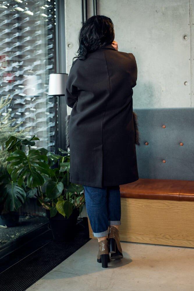Czarny Płaszcz FURLA Flauszowy Plus Size