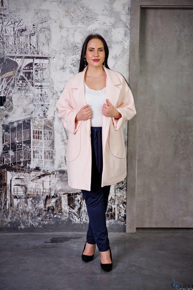 Jasnoróżowy Płaszcz HOKER Plus Size