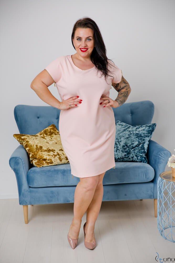 Pudrowo różowa Sukienka CARBONA Plus Size