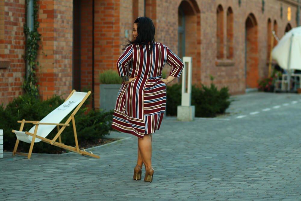 Bordowa sukienka VAYANA Duże rozmiary